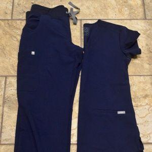 Figs XS navy scrub set